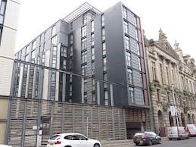 *Heart of City Centre - En Suite (secure parking)*