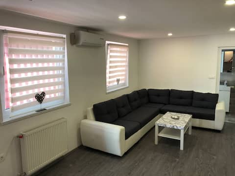 Luxury apartment near the centre + private Parking