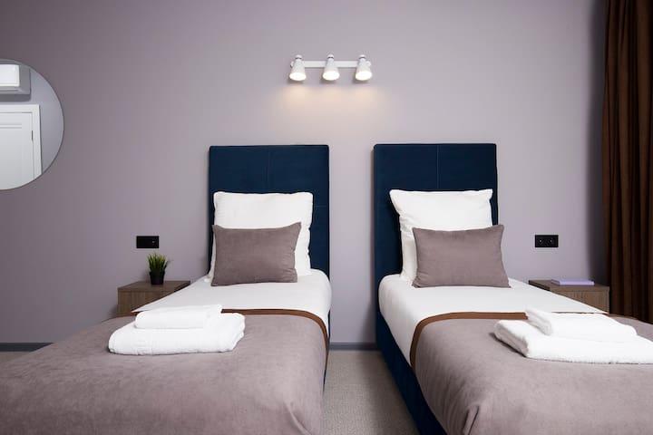 Стандартный номер с двумя раздельными  кроватями.