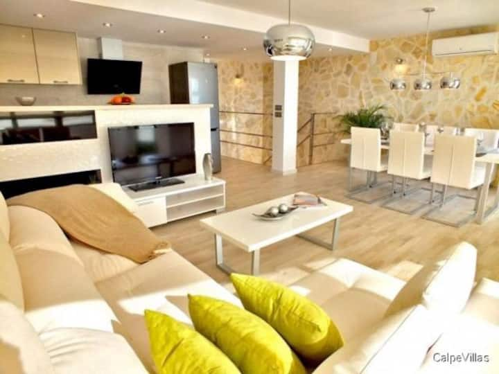 Modern Townhouse two minutes from the beach