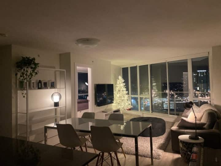 Stunning 3 Bed Condo with Amazing View, Patio,Gym