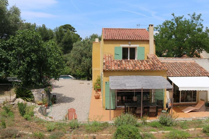 Provencal house, 200m from the sea, pool, park