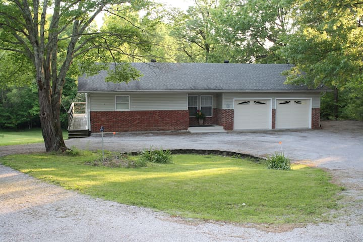 Ranch style home in country setting, near SIU-C