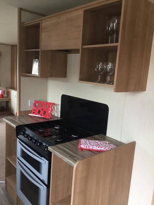 Fully fitted kitchen with gas oven, grill, hob and small appliances