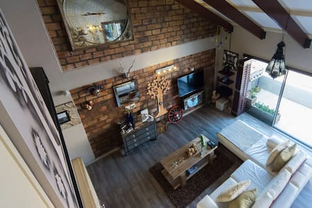 Style, beach & Mountain on Cape Towns golden mile. - Apartment