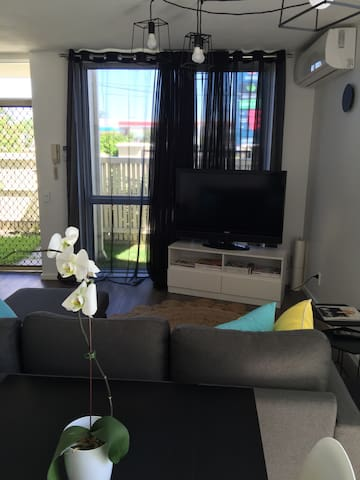 Fabulous unit 200 metres to transport and shops. - Mentone - Apartment