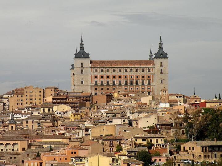 Moderna habitación en el centro de Toledo