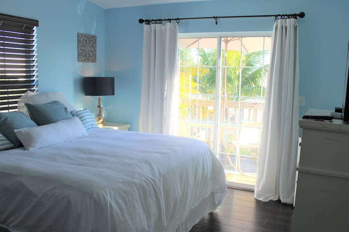 Waterfront Room Great Location