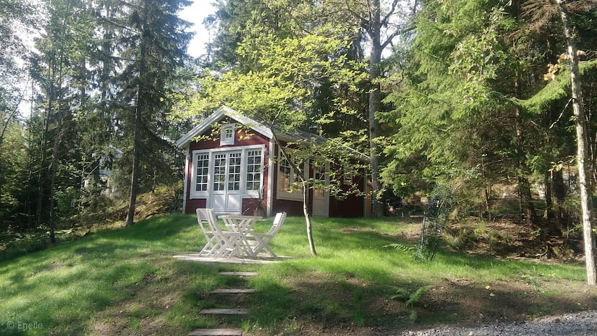 Charming little house close to lake and sea