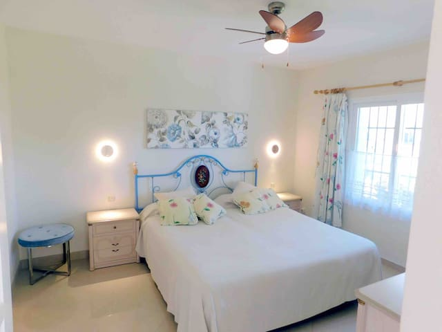 Bedroom 3 2 single beds With private bathroom  Aircondition  Heater Ceiling Fan Blackout curtains