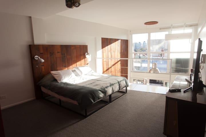 Cuarto Principal / Master Bedroom Upstairs