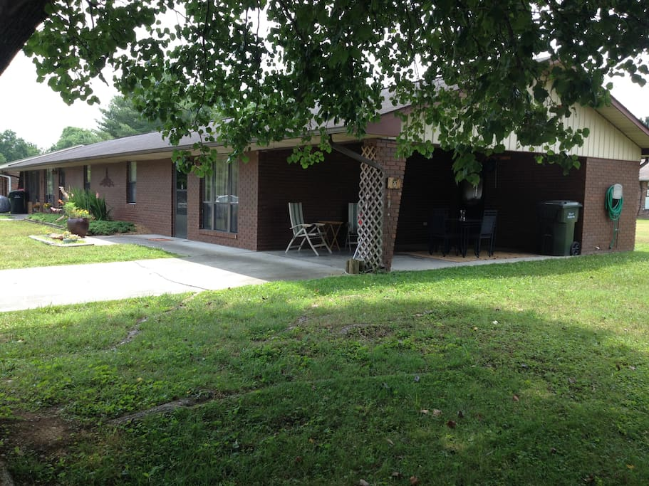 Great location! Convenient to Sevierville, Pigeon Forge and Gatlinburg!