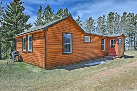 'Eagle's View Cabin' 5 Miles to Deerfield Lake!