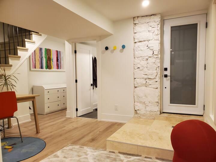 Lovely & Cosy Basement Apartment - Stinson