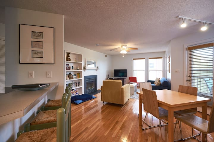 The Lark: pet friendly condo w/ sound views, pool