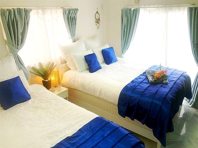bed room w bed single bed