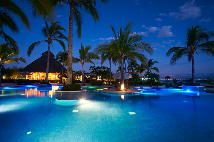 ♠PRIVATE Beach ♠ 2 Infinity Pools ♠ Stunning VIEWS