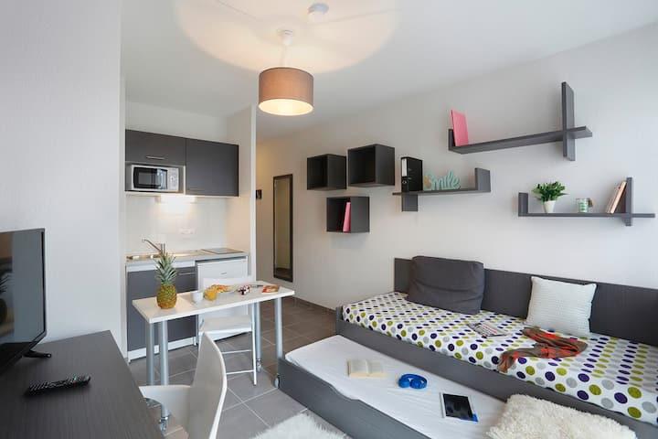 Joli studio récent, entièrement meublé - Aix Sud
