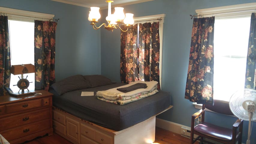 * NOT IN USE * This queen bed is in your room