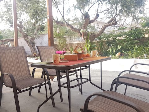 Farmhouse with garden/ 2 bikes included free