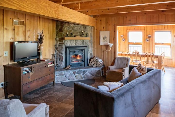 Guest House Overlooking Jasper Lake