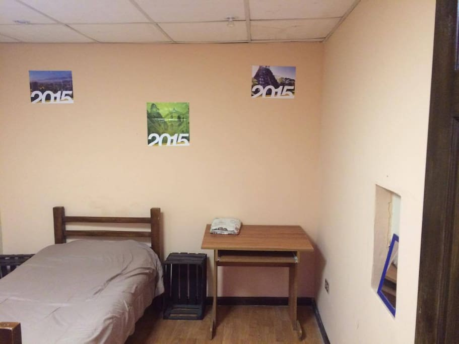 Room/Dormitorio
