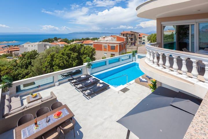 SeaView/shared 8x4pool&jacuzzi/balcony-Ela 4+1