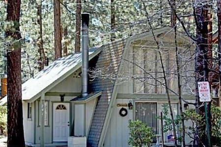 Quaint and comfy cabin awaits you! - Big Bear Lake