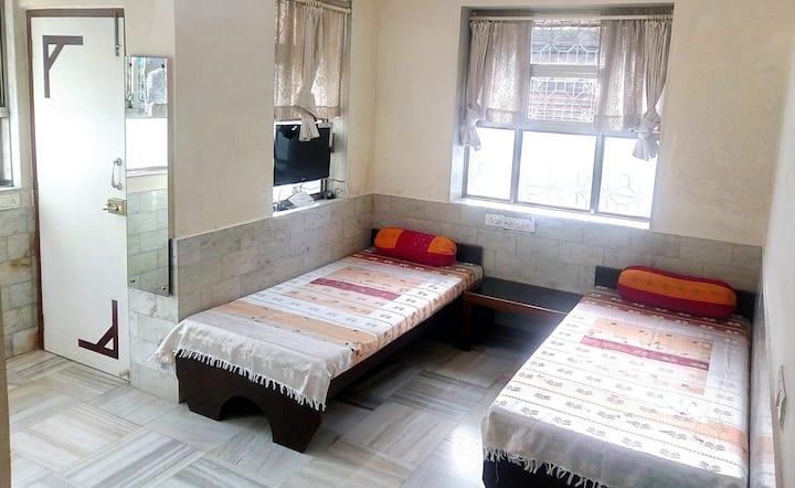 PATELS Budget AC/Non-AC Room, Santacruz W, Mumbai