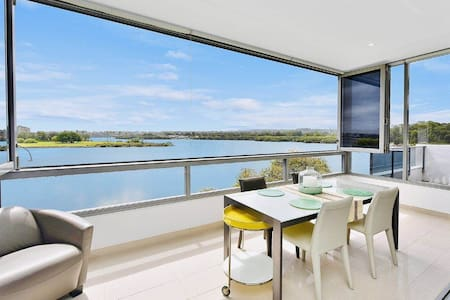 RHODES ULTIMATE WATERFRONT GALLERY HOME SLEEPS 2-3