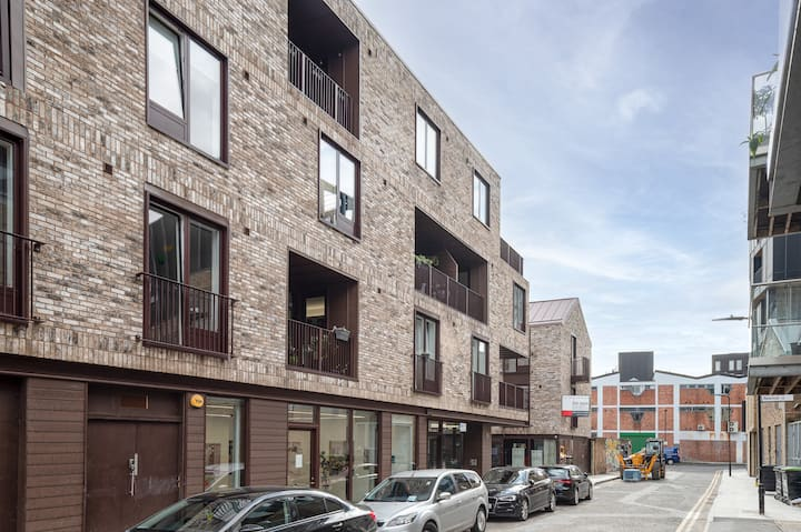 Modern 1 bed flat with private balcony.