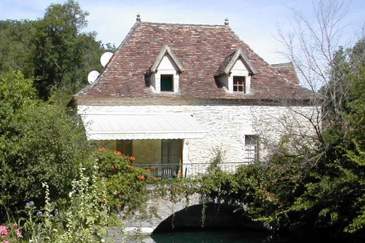 Le Moulin - Ancient watermill