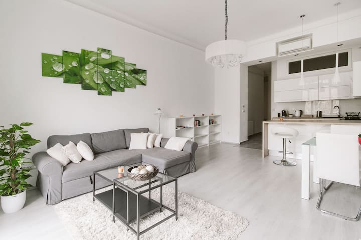 Modern apartment by Karolyi Garden - Budapest - Apartment