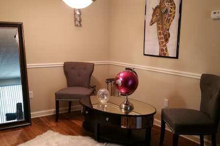 Lovely Comfortable Apartment in Sandy Springs - Apartment