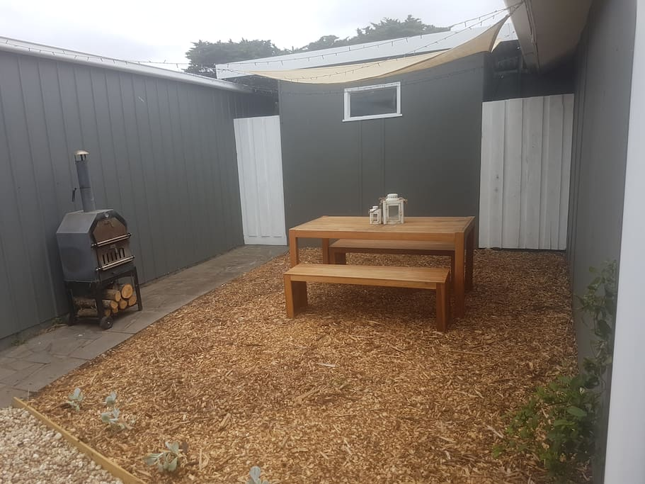 Private courtyard with wood burning bbq