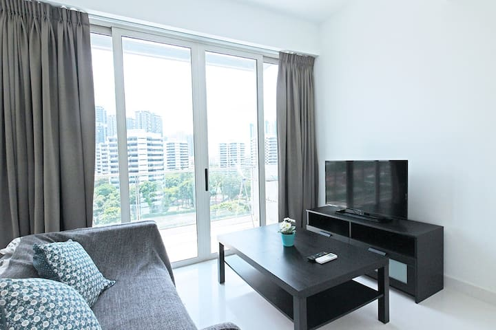 【NEWest ; Condo】∎2BR Penthouse∎F/FURN∎Close to CCR