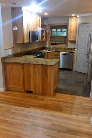 Central 3 bedroom, up to 8 guests - Missoula - Apartment