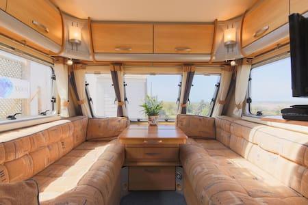 4 bed vgc caravan with lovely 180 degree views - Wadebridge - Husbil/husvagn
