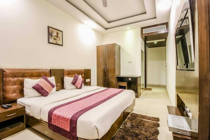 Super Airbnb RM Wifi & B/f Close 2CyberHUB,Gurgaon