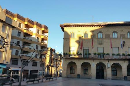Con vistas al ayuntamiento Peralta - Peralta