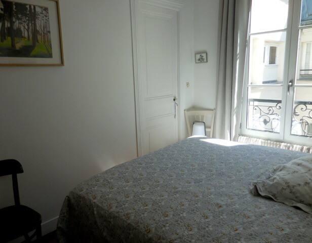 Jolie chambre au centre du Paris touristique