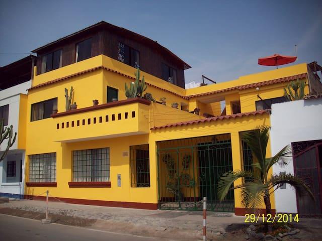 Nylamp Wasi Hospedaje y Surf Camp - Punta Hermosa - Huis