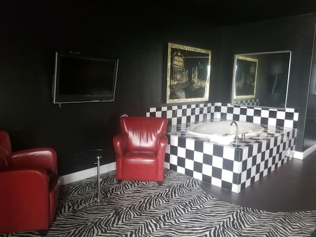 Wisconsin Dells Getaways, 403, Vegas Baby