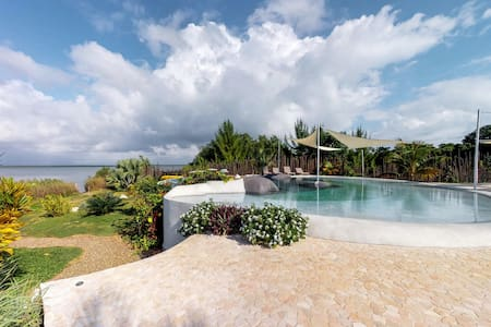 Romantic beachfront retreat w/ shared pool hot tub & lagoon views!