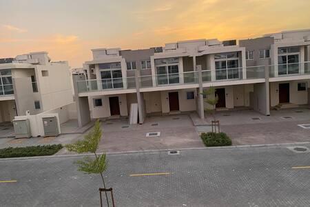 Luxury Akoya Oxygen Vardon villa full furniture