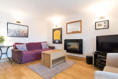 *Glasgow's Top Rated AirBnB* (W.End,Hydro,Parking)