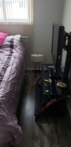One Bedroom Close to Fanshawe college and Downtown
