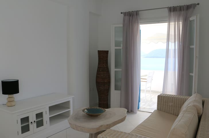 Cozy Apartment with Heavenly views - Ermioni - Condo