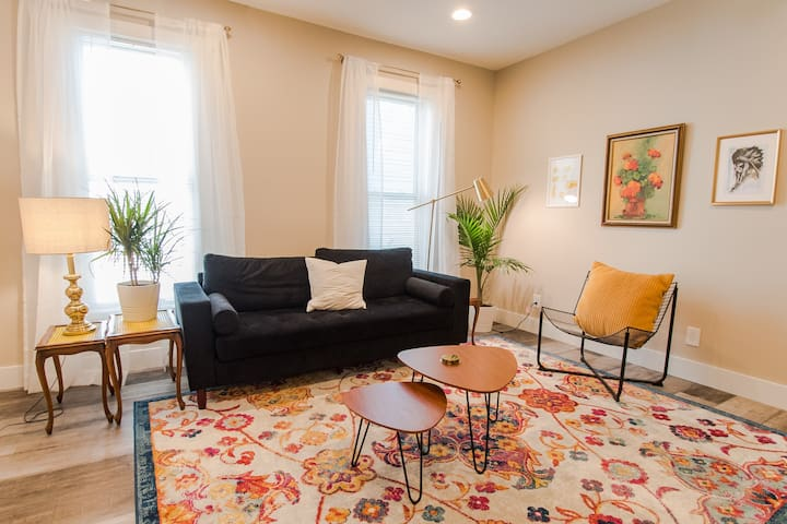 Yellow - SMpls 2Bd/1Bth Condo - 15mins to Lghtrail