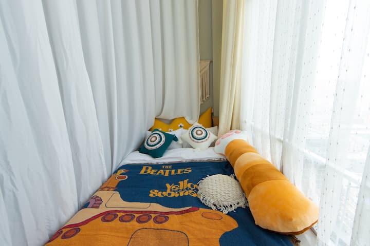 【一起邂逅吧】精装阳光房 超大落地窗百寸投影近地铁口可做饭麻将房